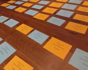 Letzte Vorbereitungen für die Wissenswerte. Gruppenarbeit diesmal mit ausgetüfteltem Kartensystem. Wer setzt auf Team Orange? #Workshop #WW18